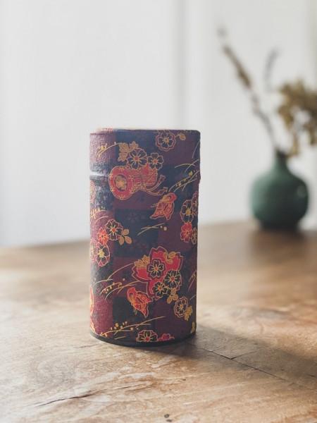 Boite à thé papier Washi noire - bordeaux - grandes fleurs rouges - 100G