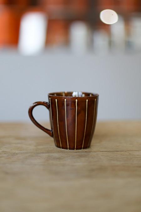 Tasse marron rayée